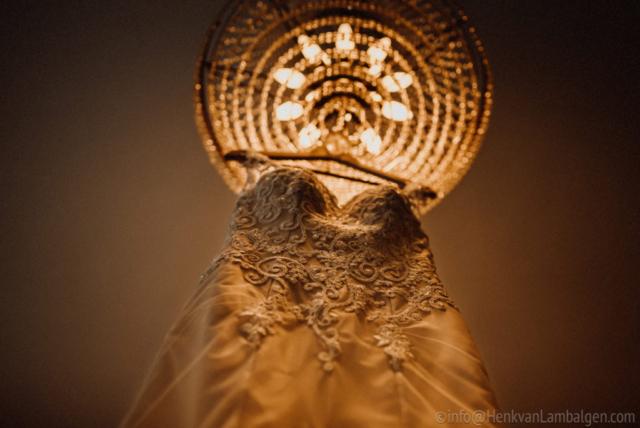 Bruidsjapon door Leonora Couture, kroonluchter